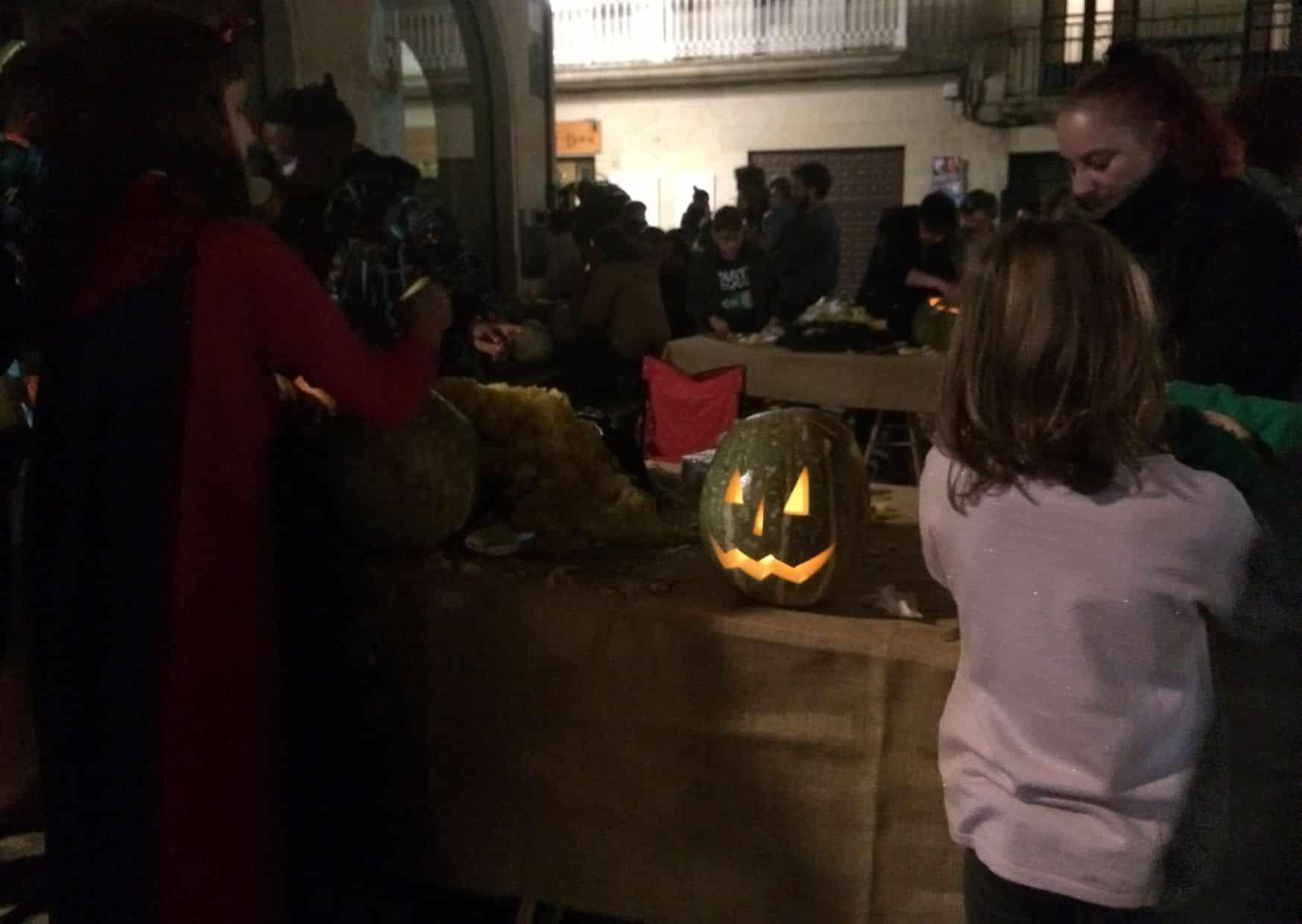 Samaín pumpkin carving workshop